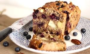 Ontbijt cake met noten en fruit
