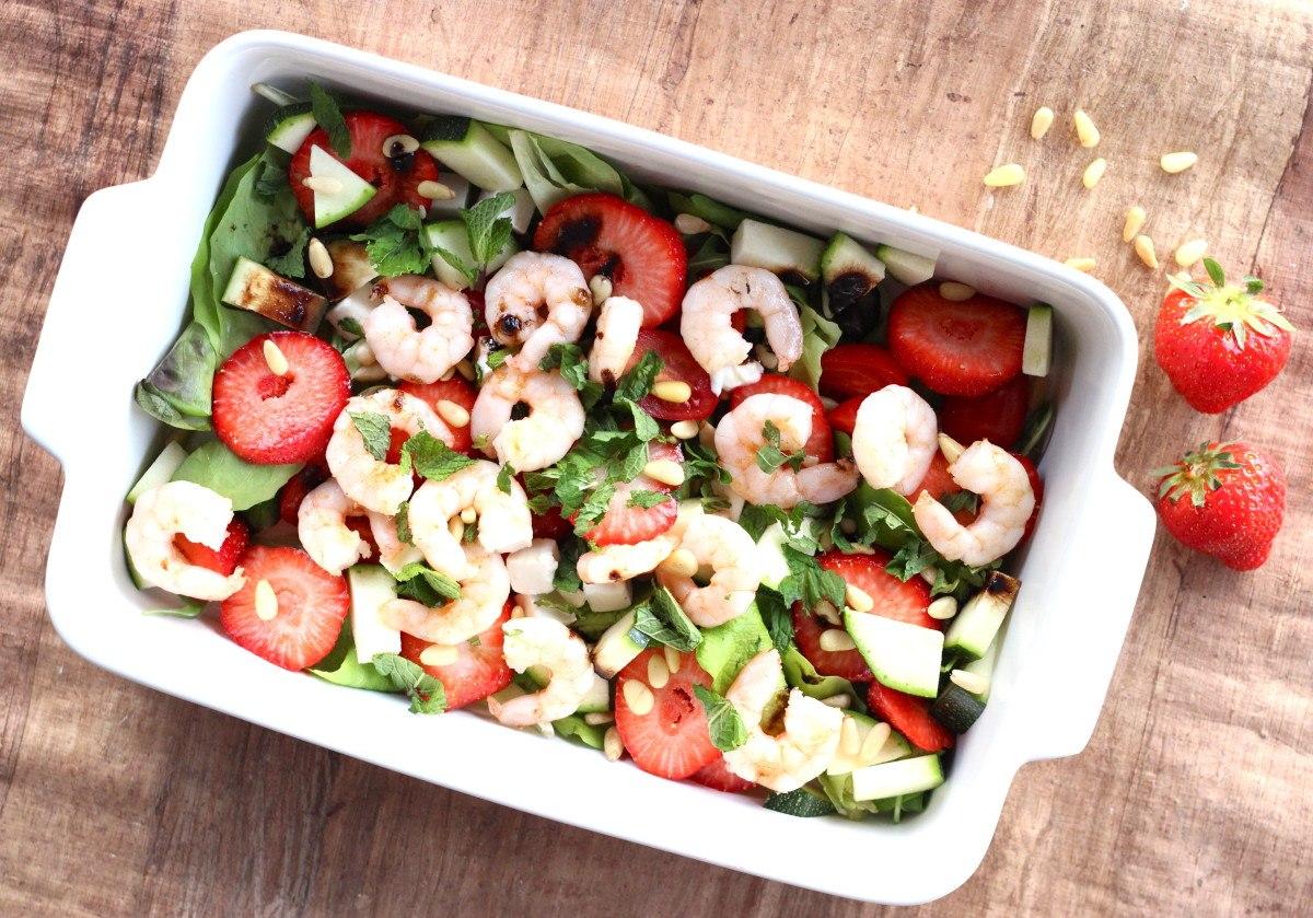 Salade met gamba's en aardbeien1